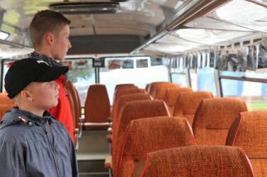 A párkányi alapiskolás tanulók az új tanévben is ingyen utazhatnak az iskolába