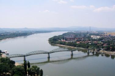 Mától kerékpárútként is szolgál a párkányi Duna-töltés