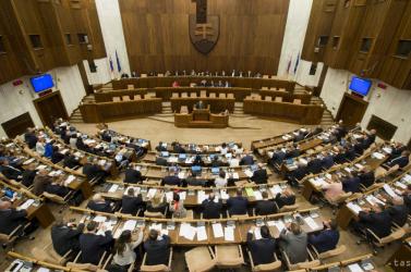 Hétfőn folytatódik a kormányprogramról szóló vita a parlamentben