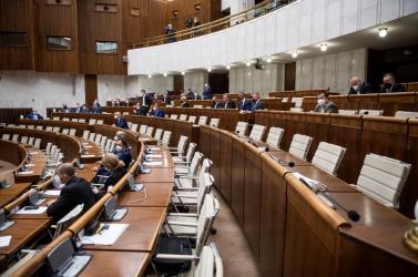 Kezdetét vette a titkos titkosszolgálati találkozóról szóló, titkos parlamenti ülés