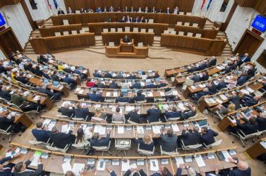 Mikas mentheti meg a szlovákiai veszélyhelyzetet – koronavírusos képviselők is bemehetnek szavazni a parlamentbe!