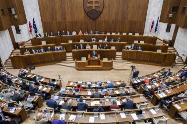 Aképviselők a szokásosnál hamarabb befejezték acsütörtöki parlamenti ülést, pénteken folytatják