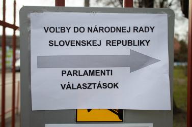 Főként az ellenzéki pártok szavazói támogatják az előrehozott parlamenti választásokról tartott népszavazást