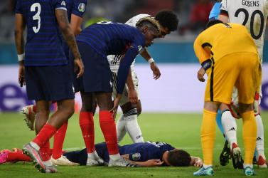 EURO-2020 – Pár másodpercig eszméletlen volt Pavard, miután Gosensszel ütközött