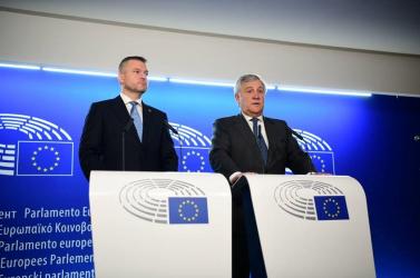 Uniós képviselő Pellegrininek:szakadjon el Robert Ficótól!