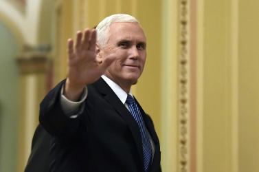 Arab honatyák hurrogták le az amerikai alelnököt