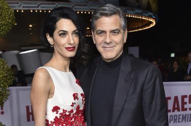 George Clooney százezreket öl a fegyverellenes diákmenetbe