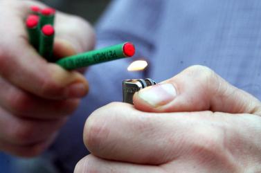 13 éves lány kezében robbant fel a pirotechnikai eszköz