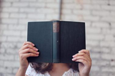 Szerzőjük valódi nevén publikálnak újra 25 regényt, amelyet férfi álnéven alkotó nők írtak
