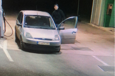 """Nem elég, hogy hamis volt a kocsi rendszáma, de még a benzinért is """"elfelejtett"""" fizetni a sofőr"""