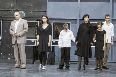 Pirandello Hat szerep szerzőt keres című színműve a Komáromi Jókai Színház színpadán
