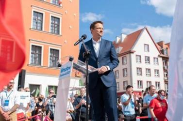 Nagy küzdelem várható az elnökválasztásokon, Varsó ellenzéki jelöltje egyre jobb pozícióban van