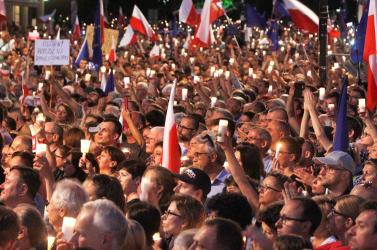 Fityiszt mutat a lengyel elnök a kormánynak