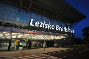 Rendszeres autóbuszjárat indul Pozsonyból a budapesti repülőtérre