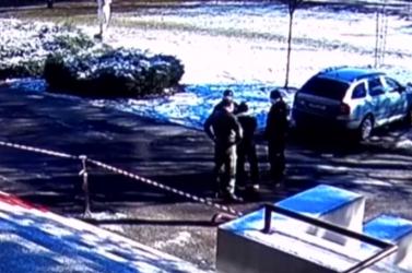 Agresszív férfi kekeckedett egy mintavételi pontnál, a rendőrök leteperték