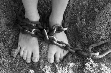 Egy holttá nyilvánított rabszolga miatt emeltek vádat a magyar pár ellen