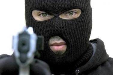 Remegő kezű fickó rabolt ki egy püspöki játéktermet
