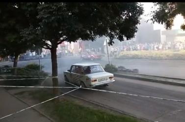 11 sérültek meg a raliversenyen, ahol nézők közé hajtott az egyik autó