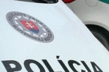 VANDALIZMUS: Betörték egy rendőrautó szélvédőjét