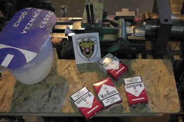 ILLEGÁLIS DOHÁNYGYÁR: 5,5 millió szál hamis Marlborót és 6,1 tonna dohányt foglaltak le