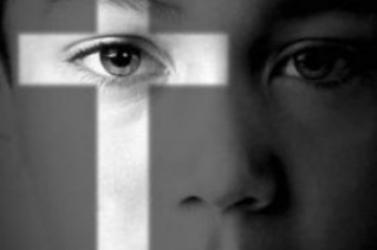 NÉPSZAVAZÁS: A somorjai gimi hitoktatója nyomasztotta a témával a diákokat, némelyikük sírva ment haza