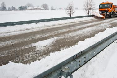 Nagyszombat megye: 3,4 milliót költöttek az utak téli karbantartására