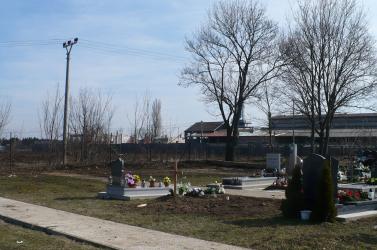 Harc a sírhelyekért: előre