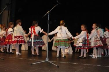 A magyar ovisok és iskolák anyák napi ünnepsége Szencen
