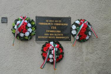 Március 15. - Dióspatonyban is elhelyezték az emlékezés koszorúit