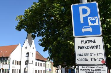 Parkolók helyett kerékpársáv lesz a Fő utcán, de fizetős lesz a Lidl melletti gyűjtőparkoló