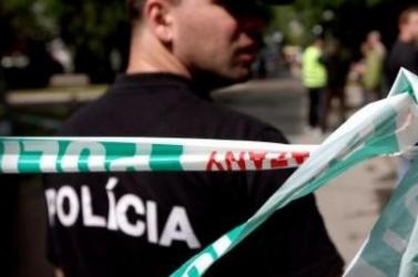 DRÁMA: Szomszédjára, egy ismeretlen nőre és rendőrökre is lövöldözött a részeg férfi
