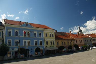 Hány nyelvű település Rozsnyó városa?