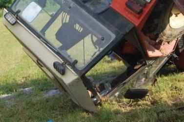 BALESET: Mentőhelikopterrel szállították kórházba a súlyosan megsérült traktorost