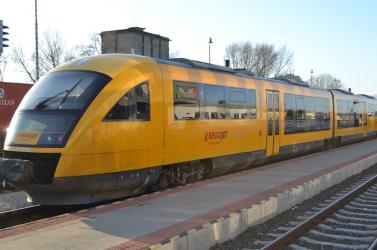 Nem volt hajlandó szájmaszkot viselni, rendőrök vezettek le egy férfit a RegioJet vonatáról
