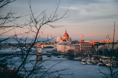 Ingatlanár hajrá Magyarországon: mennyivel kell számoljunk, ha Budapestre költöznénk?