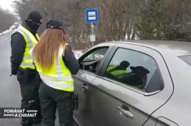 Vonatokon és a közutakon is ellenőrzik a rendőrök a kijárási korlátozás betartását (VIDEÓK)