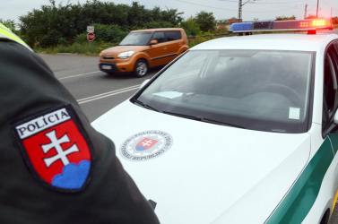 Hiába kérték a rendőrök, nem tudta felmutatni jogosítványát a fiatal BMW-s