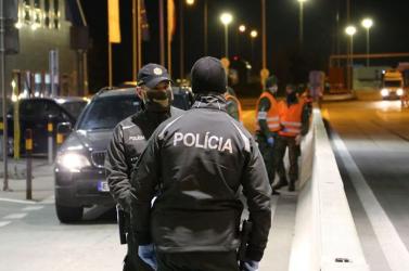 Este kiszaladt papucsban egy férfi az utcára – nem kegyelmeztek neki az intézkedéseket ellenőrző rendőrök