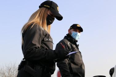 Sokaknak még most sem akaródzik szájmaszkot viselni – gőzerővel ellenőrzi a rendőrség a járványügyi intézkedések betartását