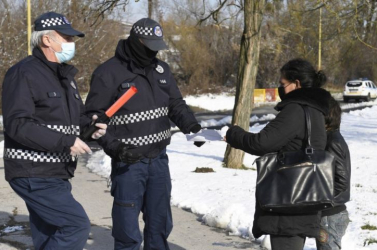 Nehéz lesz megvalósítani a járványügyi intézkedések betartásának szigorúbb ellenőrzését az önkormányzatok szerint