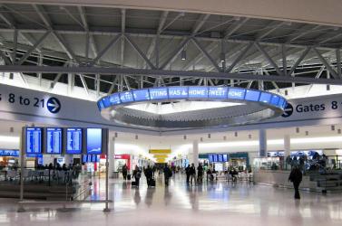 Színkódos rendszerrel tervezi a külföldi utazások újbóli engedélyezését a brit kormány