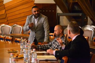 """""""Maguk megint csak el akarják lopni a romák pénzét!""""  – a nagymagyari polgármester szájkaratéja zavarta meg a dunaszerdahelyi konferenciát"""