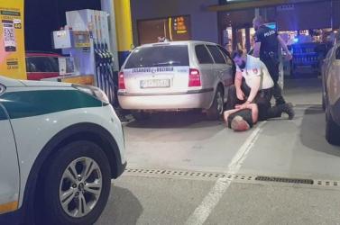 Autós üldözés: A kocsit ért lövés sem állította meg a nyugdíjast Rimaszombatban