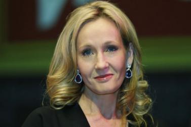 J. K. Rowling írói alteregója nevében nyilatkozott új könyvéről
