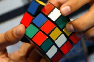 Párizsban rendezik meg a 9. Rubik-kocka világbajnokságot