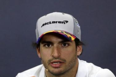 Sainz váltja Vettelt a Ferrarinál