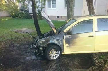 Egy parkolóban borult lángba egy autó Somorján