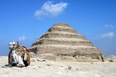 Több mint félszáz szarkofágot és egy halotti templomot fedeztek fel az egyiptomi Szakkarában
