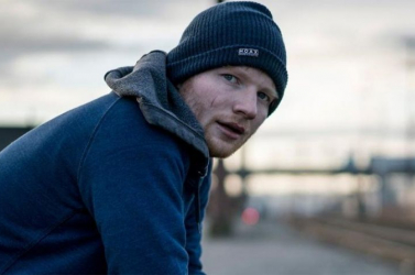 35 dollár fejében énekelte el templomokban aShape Of You-takamu Ed Sheeran,ezt a fazont keresik – FOTÓ