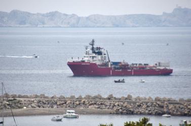 Kikötési engedélyt kér az Ocean Viking